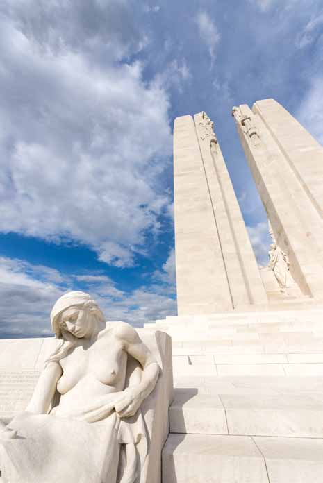 1 Mémorial National du Canada et centre d interprétation, Vimy CHRONOLOGIE GB Chronology NL tijdlijn FR Territoire canadien surplombant la plaine de l Artois, un lieu de mémoire impressionnant.