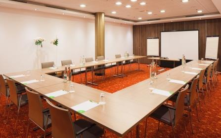 COURTYARD BY MARRIOTT PARIS BOULOGNE 113 chambres dont 85 standards, 22 business et 6 supérieures Parking privé Restaurant Oleo Pazzo et son patio Lobby Bar Le Cent
