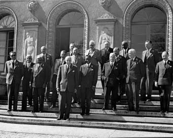 The ILO Committee of Experts in pictures (1926-1959) CEACR, 29th session, 6-18 April 1959 in front of the old ILO building (Center William Rappard) 1. Mr.