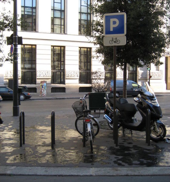 amenity=bicycle_parking bicycle_parking=stands Capacity=8