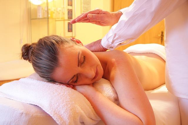 RELAXATION WELL-BEING MODELAGE DUO 180 60' COUPLE MASSAGE Un moment unique à partager. Laissez vous cajoler en profitant d'un massage côte à côte. Share a unique moment.